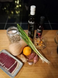 ingrediënten LAUWE QUINOASALADE MET GEROOKTE EENDENBORST, POMPOEN EN PHYSALIS
